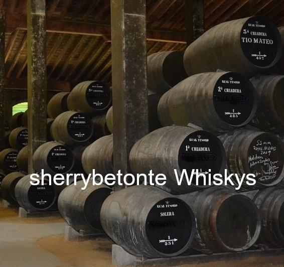 Sherryfässer in  Reihen übereinander