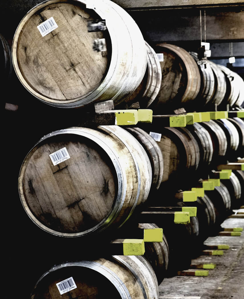 Lager Whiskyfässer Laphroaig