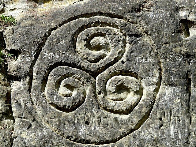 Ein in Stein gemeißelte Triskele