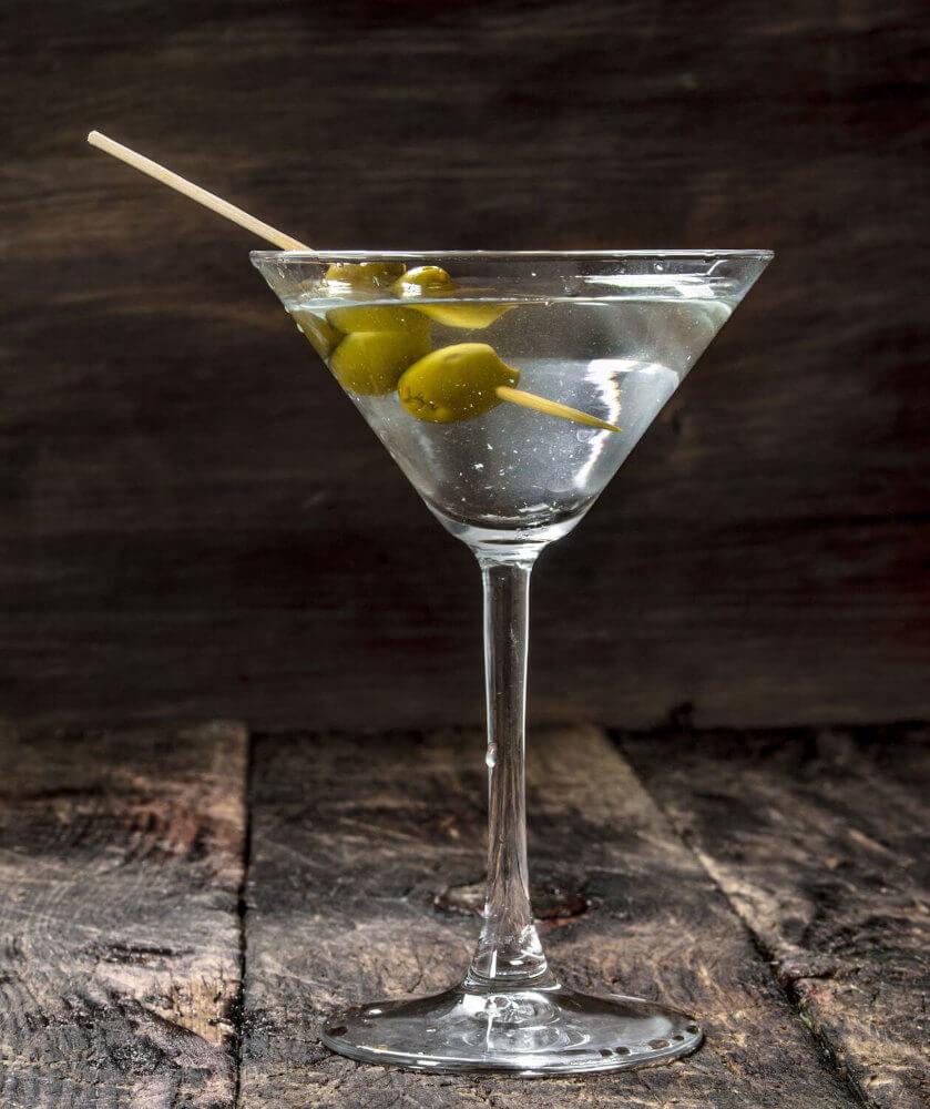 Kelchglas mit Dry Martini Cocktail