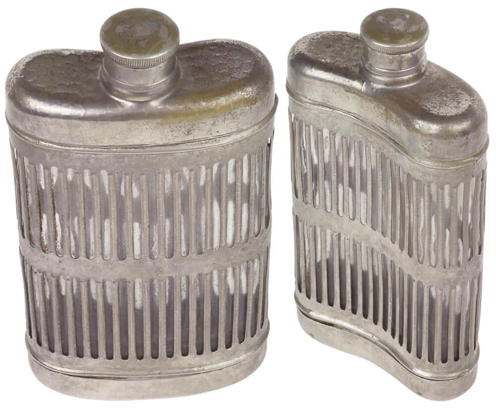 kleine ovale silberne Flaschen