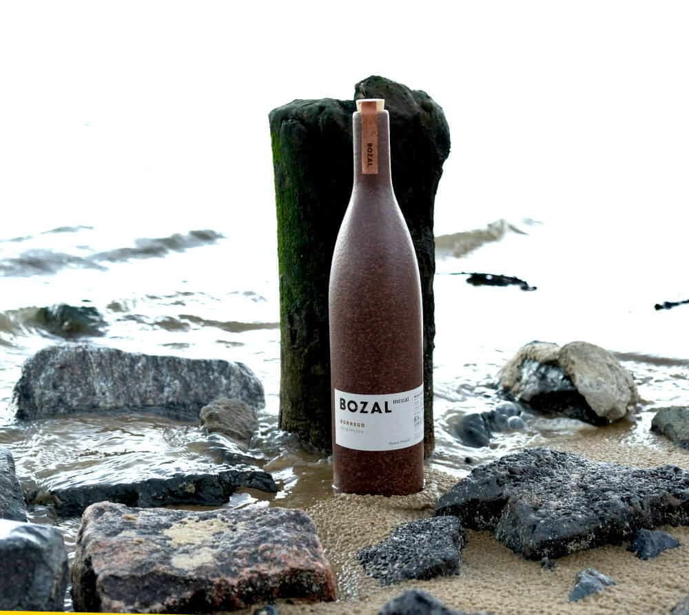 Flasche Bozal Mezcal am Elbstrand