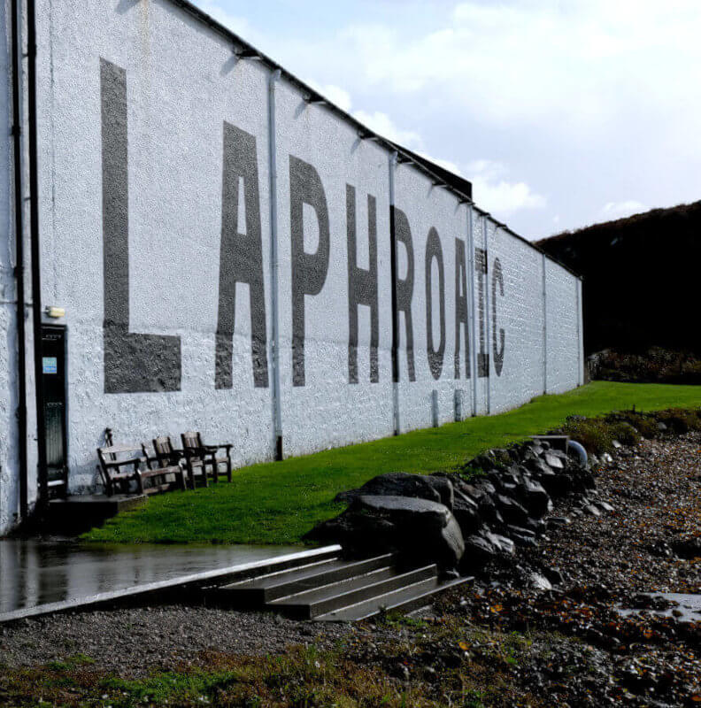 Blick auf die Laphroaig Destillerie